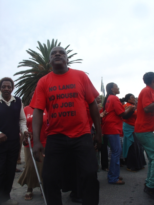 Toyi-toying Gugulethu residents refuse to vote